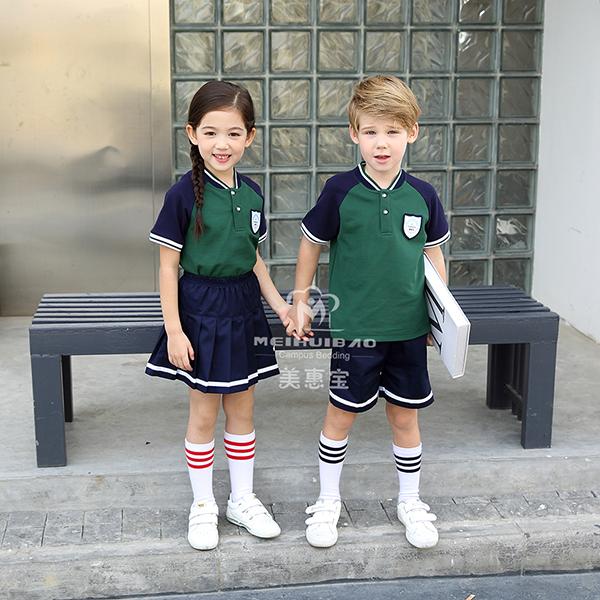 最新款幼儿园服装如何搭配