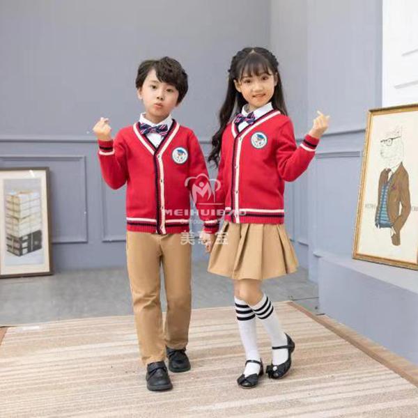 冬天幼儿园孩子穿什么服装最合适