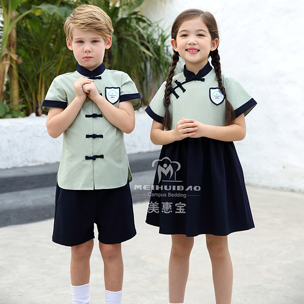 幼儿园服装贵吗?