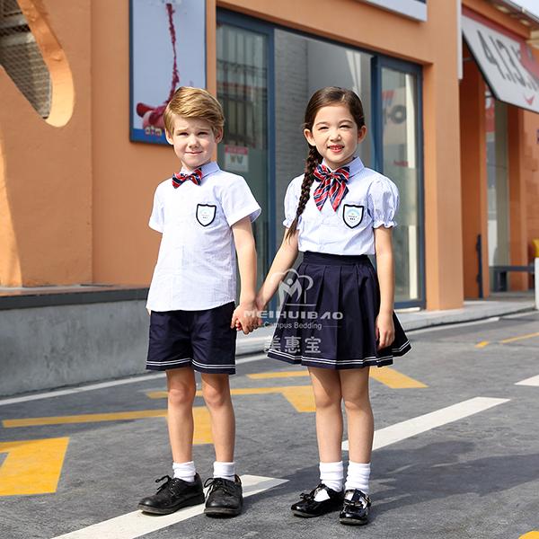 幼儿园的服饰应当做大一点吗?
