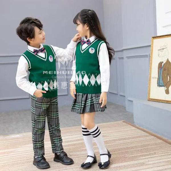 学生理想校服是怎么产生的