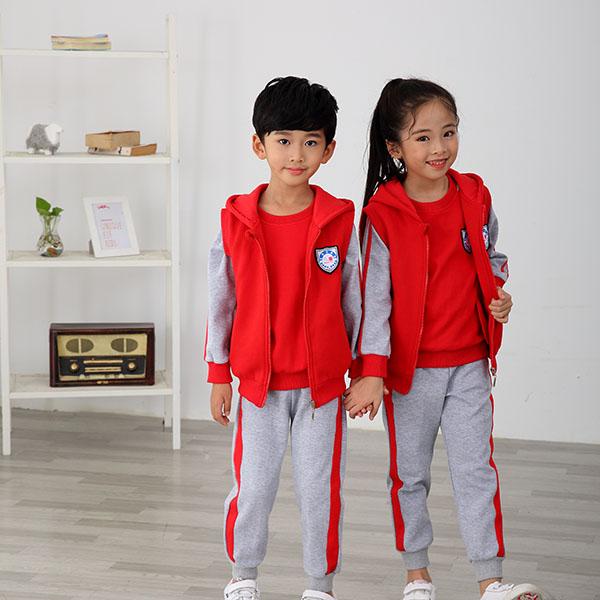 怎样才能挑到适合孩子的幼儿园服装